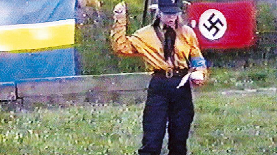 1996 I FULL NAZIUNIFORM: Tina Hallgren Bengtsson brukte naziuniform offentlig mens hun jobbet for Sverigedemokraterna. P� denne tiden var dette slett ikke uvanlig, og den nye lederen Mik