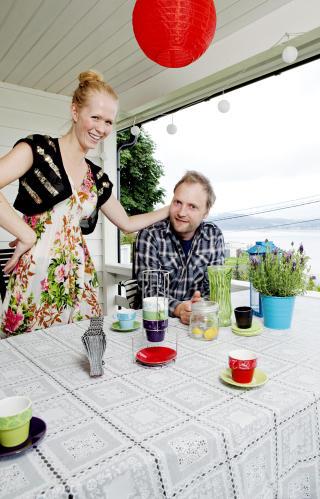 Endelig uteplass: Da Julie og Bengt flyttet fra Oslo til Lahell, fikk de b�de hage og overbygd veranda.