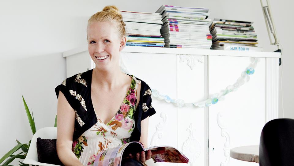 Ifra Lahell: Julie H�konson fikk nok av det urbane livet i Oslo. N� gleder hun leserne med bilder og historien fra sitt nye liv p� landet. Foto: Elisabeth Sperre Alnes