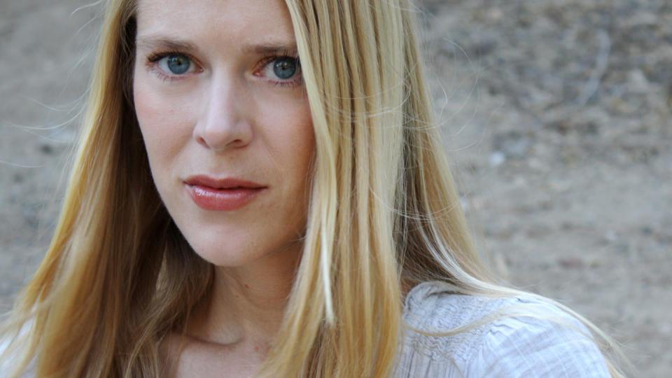 SLO TIL FOR FULLT: Hilde Susan J�gtnes (36) knalldebuterte som m�nedsfinalist: Etter ti �r p� Diktkammeret ble hun samtidig m�nedens poet. Foto: TERESA LO