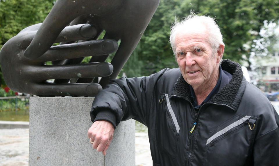 HÅPER PÅ OPPREISENING: Frontkjemper Fredrik Jensen (89) håper å renvaske seg for ryktene om at han leder et hemmelig nazinettverk, og øyner nå også et håp om å få tilbake noe av de 200 000 kronene han i 2000 lånte til filmskaper Geir Ove Kvalheim. Med renter og omkostninger er det samlede kravet mot Kvalheim nå ca. 370 000 kroner. Foto: ASBJØRN SVARSTAD/DAGBLADET