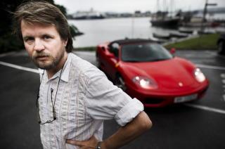 - LYVER:Tom Egeland tror ikke Anne Holt er �Anonym�. Foto: H�kon Eikesdal