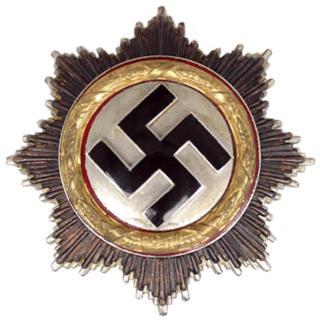 «HITLERS SPEILEGG»: Det tyske kors i gull ble innstiftet av Adolf Hitler og ble utdelt til soldater som utmerket seg militært under krigen. For å gjøre seg fortjent til korset måtte man allerede ha mottatt Jernkorset av 1. og 2. klasse. På grunn av utformingen ble det i visse kretser spøkefullt kalt «Hitlers speilegg». Foto: WIKIMEDIA COMMONS