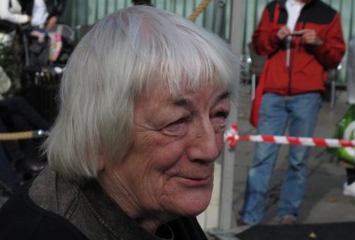 BA OM HELBREDELSE: Margit Sandemo ba om helbredelse for en venn i Sverige, men hun ba ikke Gjerstad om hjelp til � se skytsengelen sin. Foto: J�rgen Gilbrant