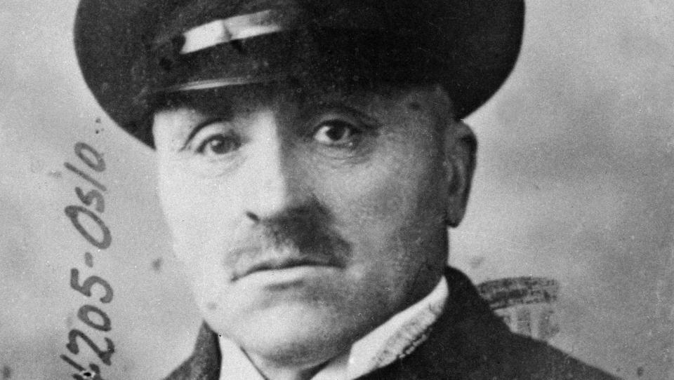 FUNNET DREPT: Natt til den 11. Januar 1934 ble Edvard Rustad funnet skutt og drept i sin bil p� Grev Wedels plass. Drapsmannen ble aldri tatt. Foto: NTB / Scanpix