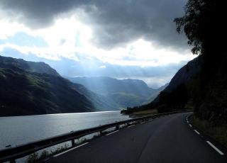 MALERISK: Suldalsvegen er en vei som i seg selv er verdt en tur.