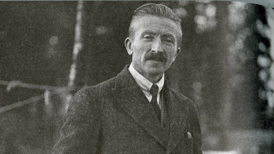 ULASTELIG: Alfred Hagn i 1932, slik han �nsket � framst�, som verdensvant og velpleid gentleman. Foto: FRA BOKA
