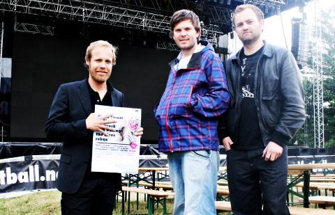 KONKURS: Sondre Sommerfelt og arrang�rene Magnus Ulvik og Gaute Haaversen Westhassel (t.h.) f�r festivalen i 2008. Foto: Geir Barstein