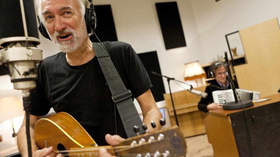 I STUDIO: Hans Rotmo (t.v.) og Henning Sommerro under innspillingen av �V�rres jul 2� i Trondheim. Foto: Ole Morten Melg�rd/Dagbladet