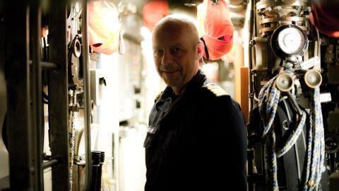 V�RE �RER I DYPET: Sjef for Undervannsb�tv�penet, Kommand�r Erik B�e, trenger nye b�ter. Her ombord p� den norske ub�ten KNM �Uredd� under en �velse i Nordsj�en. Foto: H�kon Eikesdal