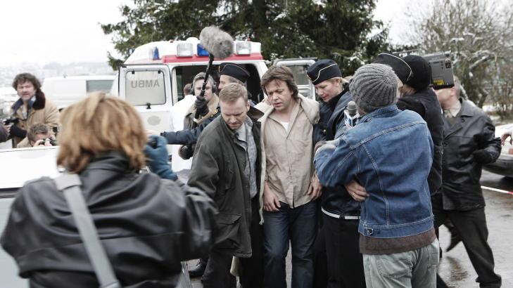 BILDER FRA INNSPILLINGEN:  K�re Conradi spiller Jonas Wergeland i �Erobreren�. Her blir han arrestert for mordet av kona. Foto: Erling H�geland
