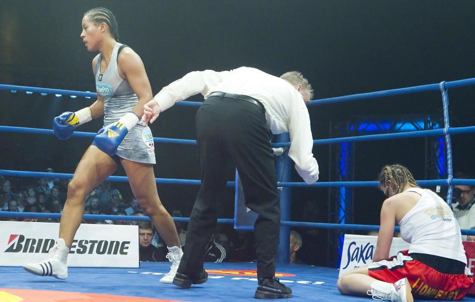 OVERLEGEN: Cecilia Br�khus slo ut Eva Halasi i VM-kampen i danske Herning, og tok sin andre knockout-seier p� rad. Foto: Heiko Junge / Scanpix