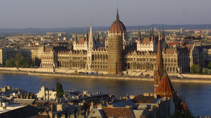 BUDAPEST: Utsikt over Donau mot parlamentet. Foto: Henning Lilleg�rd