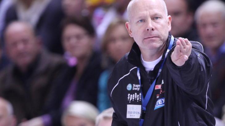 ER SAMMEN MED L�KE: Larvik-trener Karl Erik B�hn.  Foto: Trond Reidar Teigen / SCANPIX