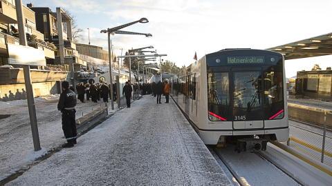 KLAR TIL BRUK: Den nye Holmenkollbanen ble �pnet mandag formiddag av kong Harald. Foto: Terje Bendiksby / Scanpix