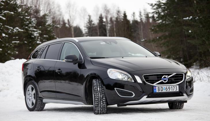 STOR SIKKERHETSPAKKE: Volvo V60 har blant annet sensorer for adaptiv cruisekontroll og kollisjonsvarsler. Foto: SVEINUNG U. YSTAD
