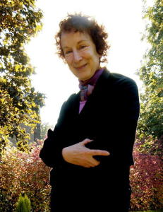 Anmeldelse: Margaret Atwood blander humor, ironi og sivilisasjonskritikk i m�rk  framtidsfabel