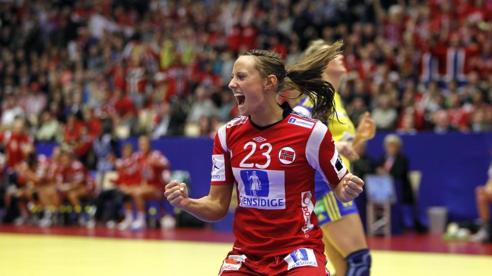 SVENSKEBANK: Camilla Herrem og Norge l�p fra svenskene i andreomgangen. Foto: GORM KALLESTAD/SCANPIX