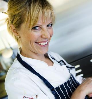 FREDAGSKOKK: Charlotte Mohn (34) er en av Dagbladets faste kokker p� fredager. Hun har vunnet stor anerkjennelse for sin kokekunst, og er til daglig frilanser og medeier i Opaker G�rd i Hedmark. Foto: H�kon Eikesdal / Dagbladet