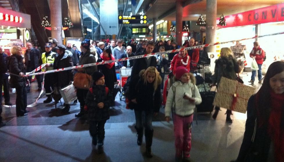 EVAKUERT: Gardermoen stasjon er evakuert etter bombetrussel. All togtrafikk til Gardermoen er stengt. Foto: Leserbilde