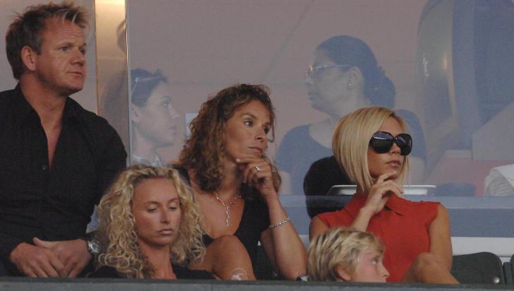 STJERNEVENNER: Gordon Ramsay har en rekke kjente venner. Her sammen med kona Tana og venninnen Victoria Beckham på en fotballkamp med David Beckham i Los Angeles. Foto: Stella Pictures