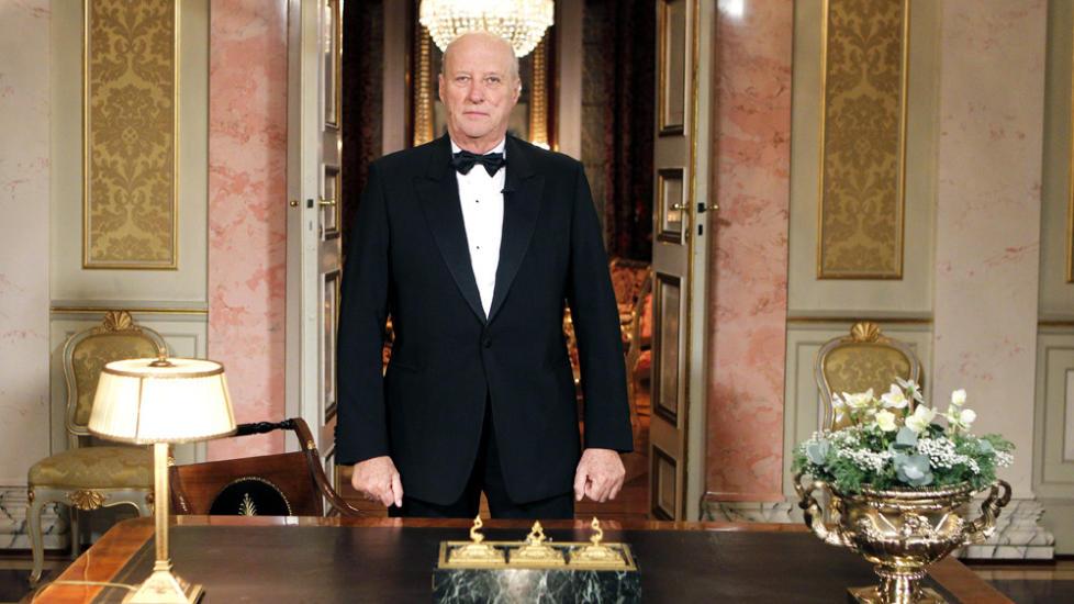 HOLDT DEN �RLIGE NYTT�RSTALEN: Kong Harald. Foto: CORNELIUS POPPE/SCANPIX