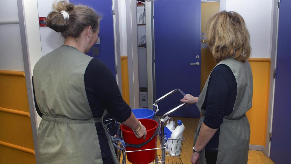 UNDERBETALTE: Flere som er ansatte for Oslo kommune tjener mindre enn tariff n�r de vasker for kommunen gjennom byr�et Adecco. Illustrasjonsbilde: SCANPIX