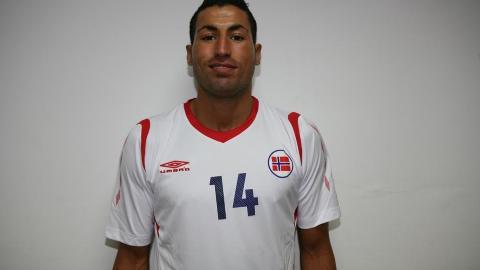 M�LFARLIG: �Ibba� Laajaab scorer m�l p� bestilling for futsallandslaget. Foto: Fotball.no