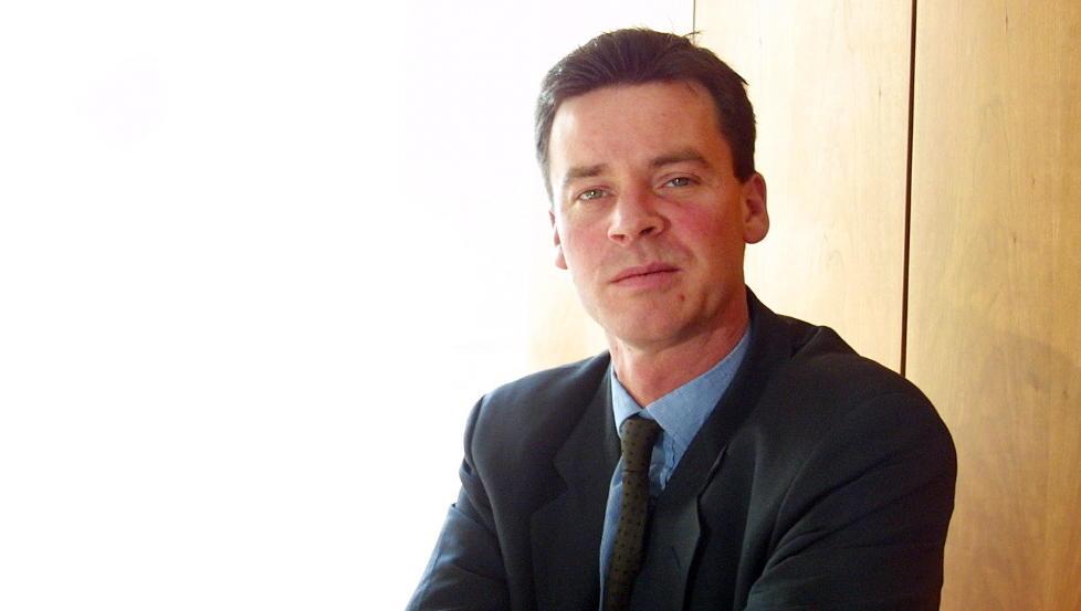 JA TIL V�PNENE: Statssekret�r Roger Ingebrigtsen tror norsk v�penindustri kan  gi �konomien et l�ft i framtida.     Foto VEDLOG/HANS ARNE Dagbladet
