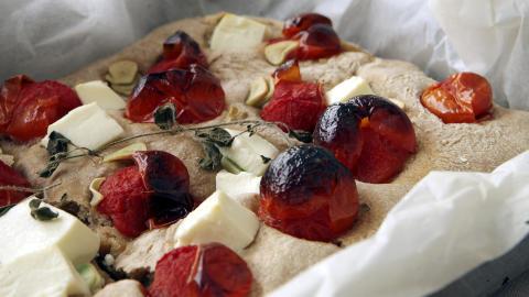 Perfekt pizza-pita: skal helst ha tjukk, litt brent deig og store smaker fra tomat, fetaost og hvitl�k.