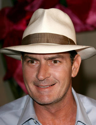 Charlie Sheen legger seg frivillig inn p rehab