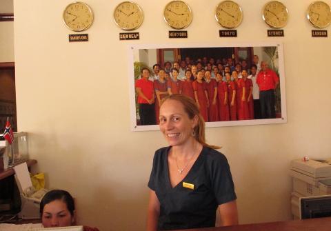 HOTELLEIER: Norske Kristin Hansen eier og driver hotellet Soria Moria i Siem Reap. Hun anbefaler deg � se Angkor Wat-tempelet. Foto: SIRIL K. HERSETH