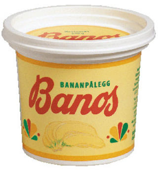 KLASSIKER: Det norske bananp�legget �Banos� best�r av en tredel banan. Produksjonen er s� liten at bananene skrelles manuelt. Foto: Stabburet