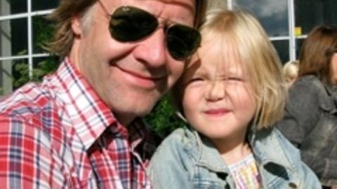 Som far, s� datter? Datteren Elsa har allerede planene klare, f�rst lege, s� skuespiller.