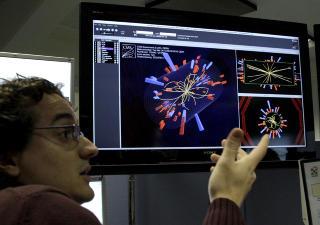 første forsøk:  Den første suksessfulle testen av partikkel-akseleratoren fant sted 30. mars, 2010. Etter det har forskere samlet inn mye data. Foto: Scanpix