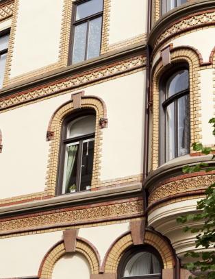 Hevder MI6 bes�kte Treholts leilighet
