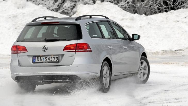 GOD RESPONS: VW Passat kjennes ett trinn livligere p� veien enn Mondeo. FOTO: Egil Nordlien, HM Foto