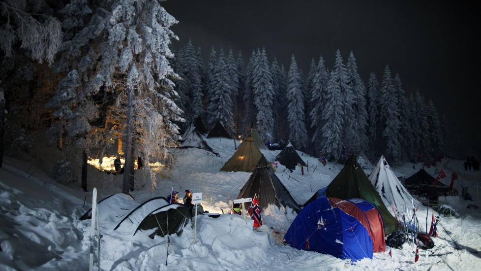 UTELIGGERE: De sover i telt i skogen - midt p� vinteren. Frivillig. Foto: Kyrre Lien / Scanpix
