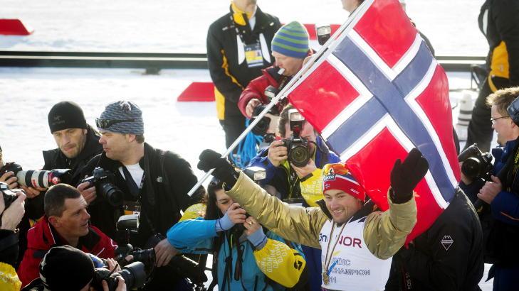 GULL NUMMER �TTE: Petter Northug vant femmila i Holmenkollen. Foto: Kyrre Lien / Scanpix