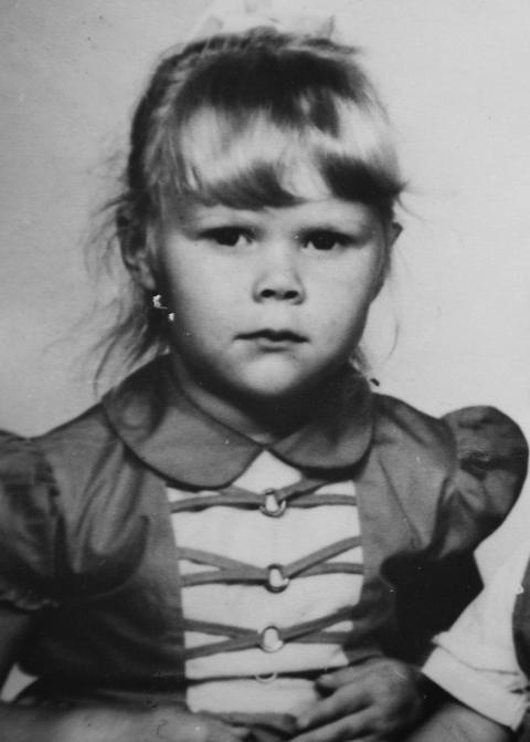 ALVORLIG: Hun hadde alltid dette uttrykket p� bilder, vesle Elisabeth Smuk, her fire �r gammel.