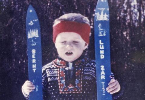 F�DT MED SKI P� BEINA: Han visste det nok ikke da han var 4, men Bernt Lunds liv og karriere skulle i stor grad dreie seg om langrenn.