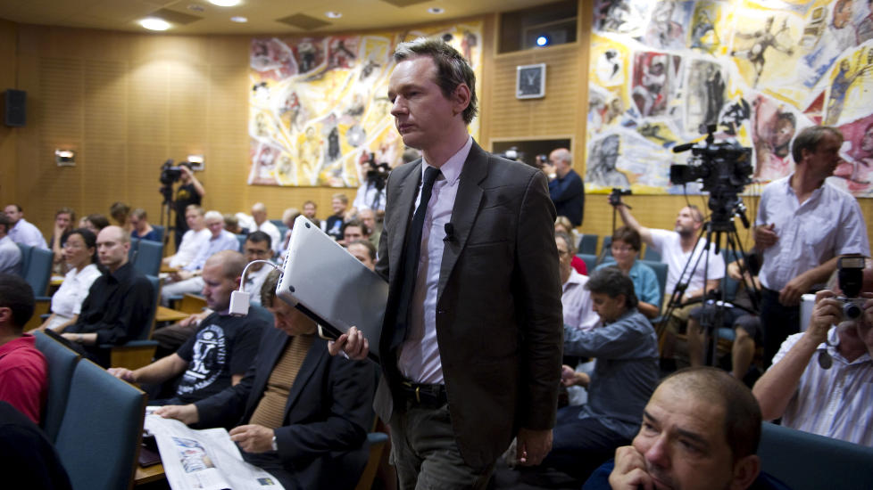 HETT BOKEMNE: Den detaljerte historien om Wikileaks-grunnlegger Julian Assange blir for f�rste gang � lese i en norsk bok. Her fra et seminar i Stockholm i forkant for voldtektsanklagene. Foto: Bertil Ericson / Scanpix
