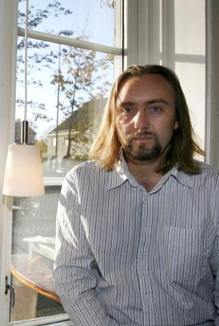 FORST�R KRITIKKEN: Men forfatter Carl Frode Tiller kommer ikke til � si fra seg stipendet. Foto: Tom E. �sthuus, Dagbladet.