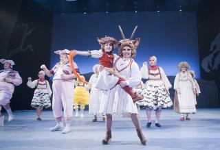 MOR OG BARN: Morskj�rlighet er et stort tema i �Rock'n roll wolf�. Foto: GT Nergaard, Tr�ndelag Teater