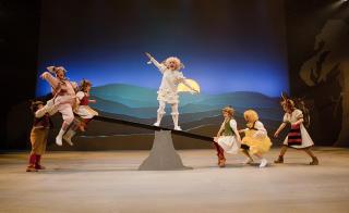 G�Y P� LANDET: Dyrelek. Foto: GT Nergaard, Tr�ndelag Teater.