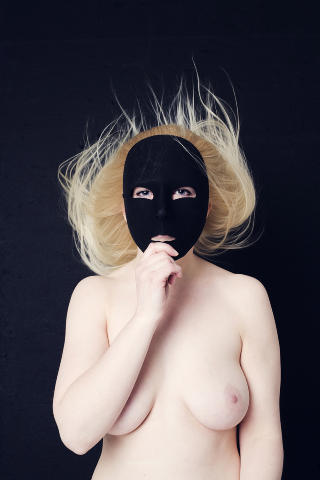 Helt naturlig: - Folk som deltar i dette prosjektet skjønner kanskje at det er greit og naturlig å være naken, sier Pernille (21). Foto: Åse Holte