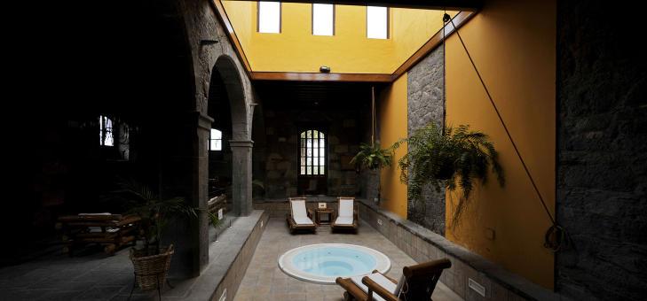 TYRKISK BAD: Pr�v det tyrkiske badet med glassoverbygd tak. Se flere herskapelige hotellopplevelser nederst i saken.