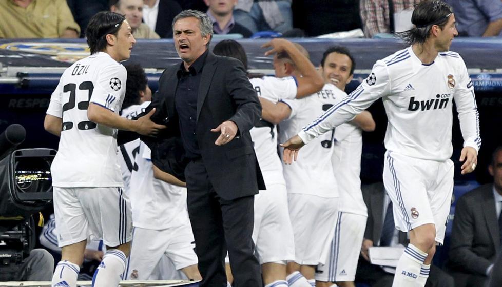 FART P� BALLEN Jose Mourinho syntes det var helt fortjent at Real knuste Tottenham, han sier de hvitkledde spilte ambisi�st og med fart. Foto: EPA/ALBERTO MARTIN