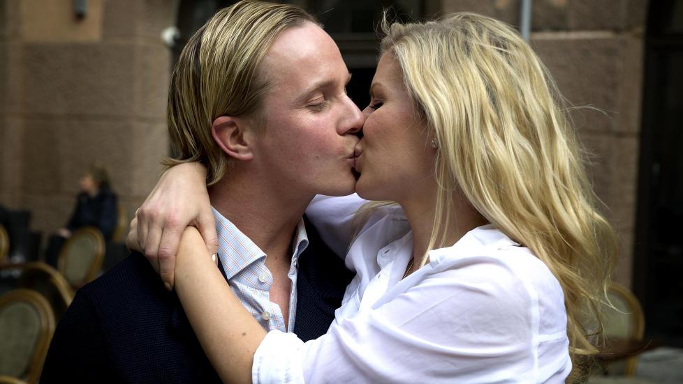 FORELSKET: I fjor v�r holdt kj�rligheten p� � visne mellom Mari Haugersveen og Petter Pilgaard. I dag blomstrer den igjen. Det takker de tv-serien �Petter elsker Mari� for. Foto: �istein Norum Monsen