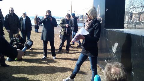 FIASKO: Leder Lena Andreassen i NDL h�pet � samle 100 meningsfeller til demonstrasjon i dag. Det kom bare ti stykker. Foto: Eiliv Frich Flydal / Dagbladet